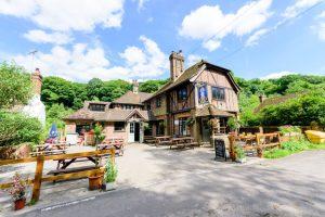 Five Spectacular Autumn Pub Walks in Surrey